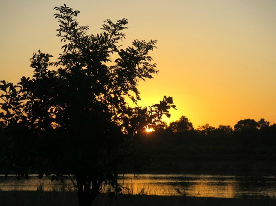 Flatdogs Camp: sunset - view from our tent