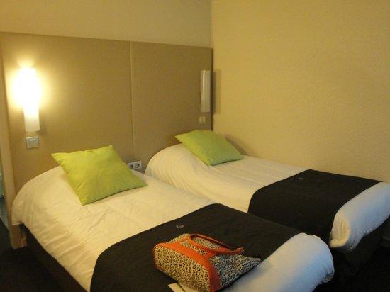 Campanile Bordeaux Nord - Le Lac : Confortable hotel estilo Bungalows,pero alejado del centro de Bordeaux