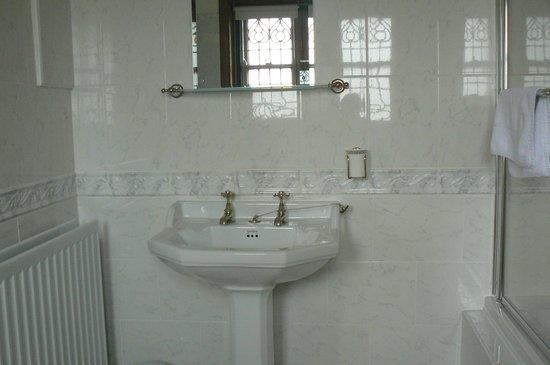 West Acre House: Bathroom