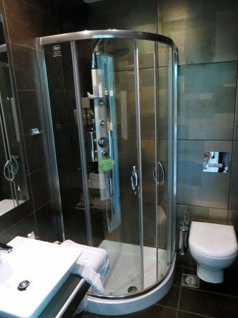 Hotel Korina: New Bathroom