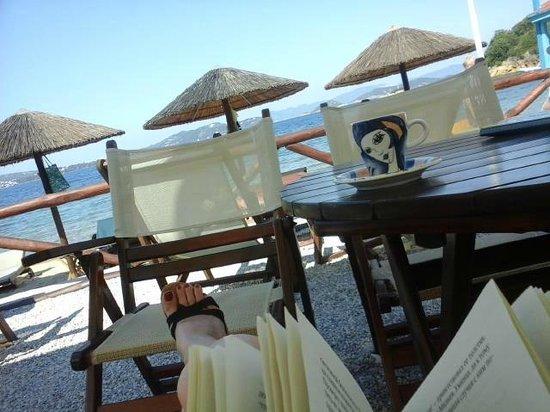 Plaza Skiathos Hotel: Таверна на пляже