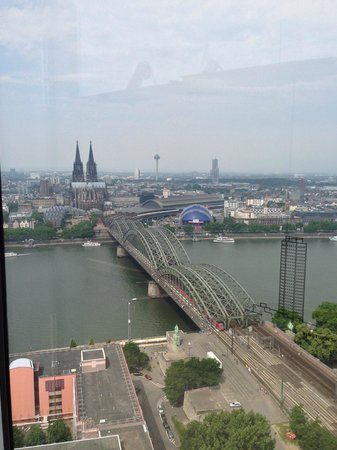 KölnTriangle: panorama con cattedrale