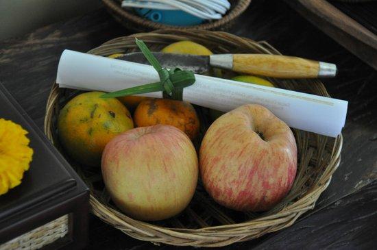 Munduk Moding Plantation: Corbeille de fruits dans la chambre