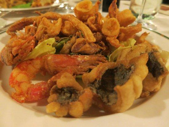Foresteria Baglio Della Luna: Frittura Mista (mixed fried fish) - 12 euro's