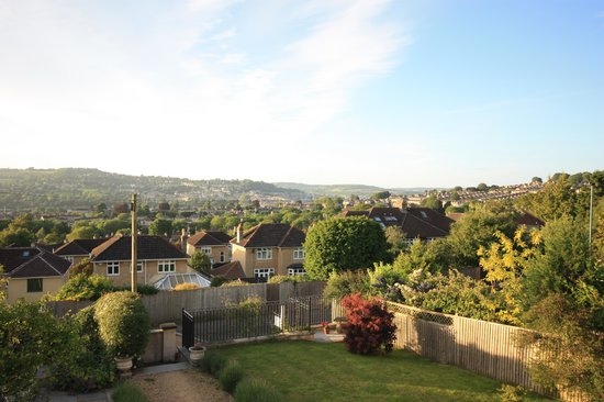 Bodhi House: garden views over bath