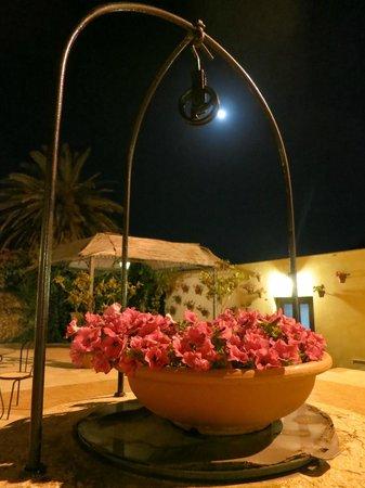 Foresteria Baglio Della Luna: Moonlight in the courtyard