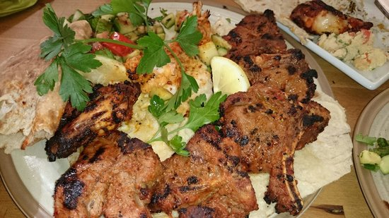 Laila's Bistro: Delicious lamb chops