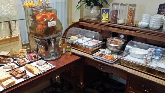 A l'Hotel des Roys : Frühstücksbuffet