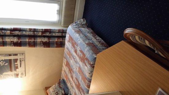A l'Hotel des Roys : Zimmer 1 Richtung Bett