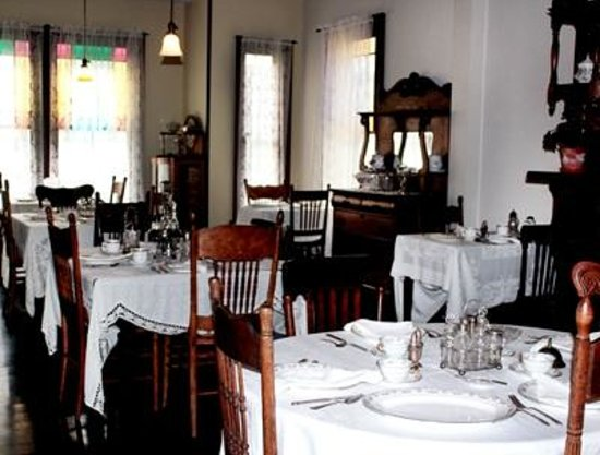 Thomas Wolfe Memorial: The Dining Room in Mrs, Wolfe's Boarding House