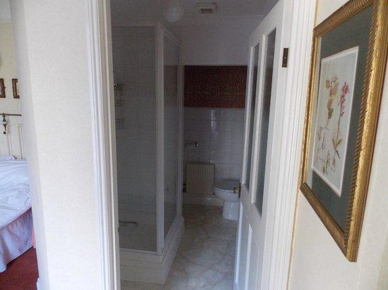 Churchill Guest House: our en-suite bathroom