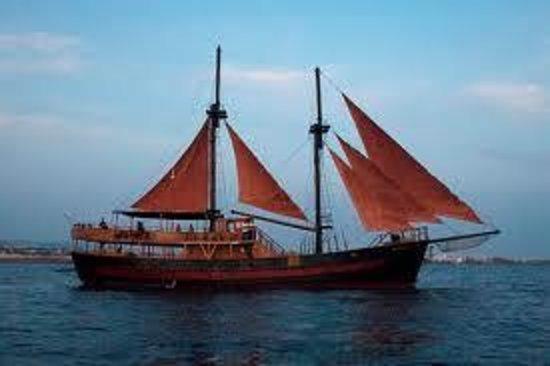 Paphos Sea Cruises: jolly roger