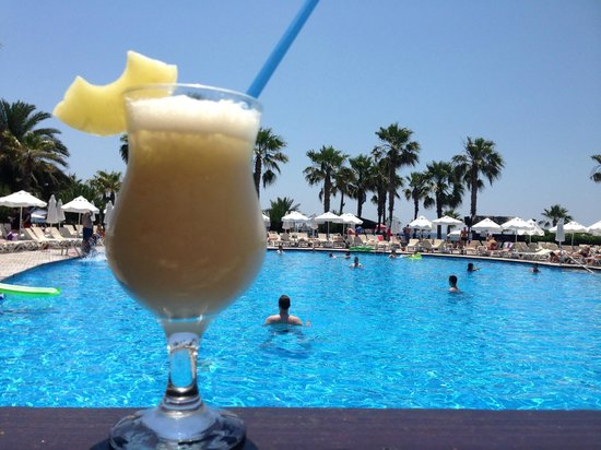 Voyage Sorgun : Pina Colada main pool bar