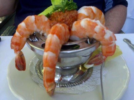 Topiarys Restaurant & Lounge : shrimp cocktail w/spicy sauce