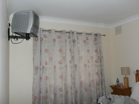 Rusheen Bay House Bed and Breakfast : television position to high in tiny room