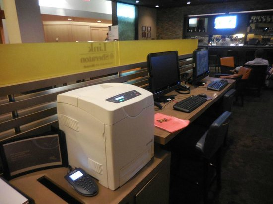 Sheraton Crescent Hotel : Business center, handy for printing boarding pass