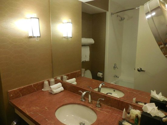 Sheraton Crescent Hotel: Bathroom