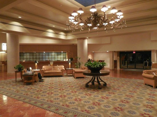Sheraton Crescent Hotel: The lobby