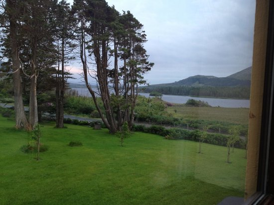 Lough Inagh Lodge : View from our room, rainy day but still a gorgeous view