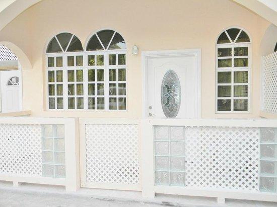 Alfred's Diamond Villas: Exterior