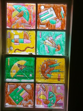 Beacon Hotel : Stained glass window in the stair well