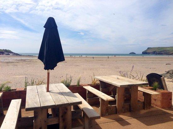 Surfside: Outside seating