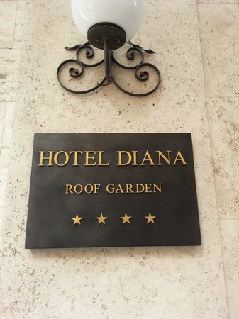 Hotel Diana Roof Garden : Hotel Main entrance