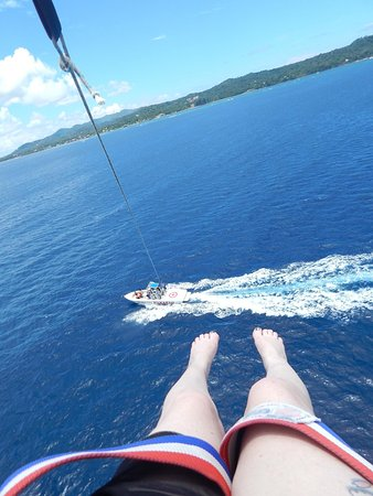 Roatan Christopher Tours: view from parasailing