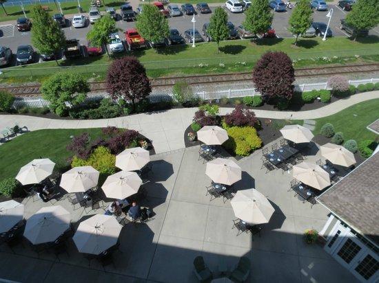 Watkins Glen Harbor Hotel: Restaurant/bar below us