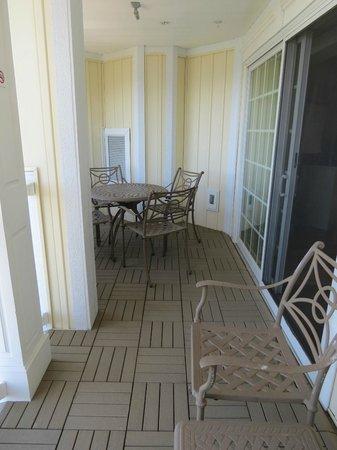 Watkins Glen Harbor Hotel : Huge balcony