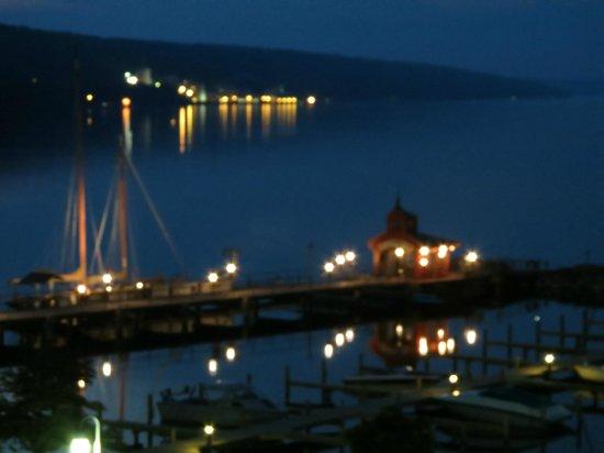Watkins Glen Harbor Hotel : Night view