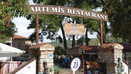 Sirince Artemis Restaurant and Wine House: Entrance to the grounds
