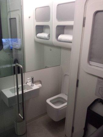 YOTELAIR London Heathrow Airport: Integral Bathroom