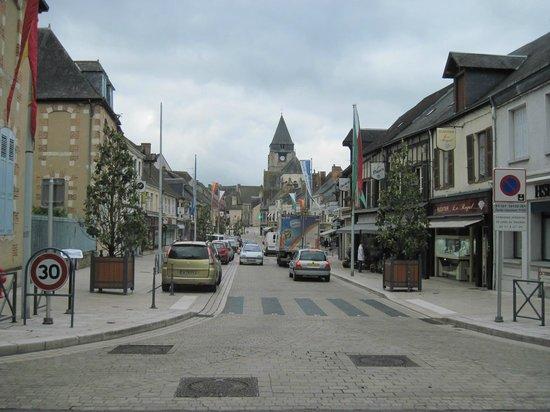La Chaumiere Hotel-Restaurant : Village center, Aubigny-sur-Nère