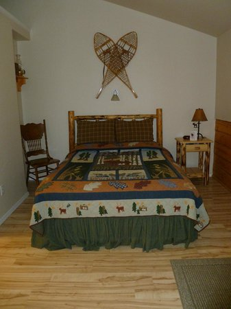 Denali Fireside Cabins & Suites: The sleeping area