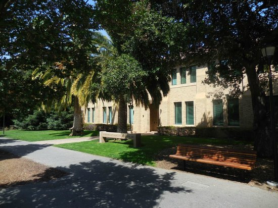 Stanford University: Administration building