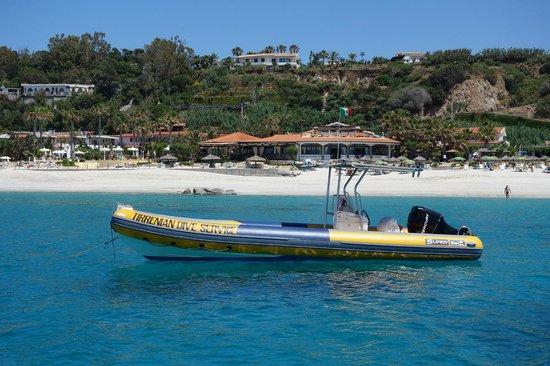 Tirrenian Diving Center: Dive Service Boat