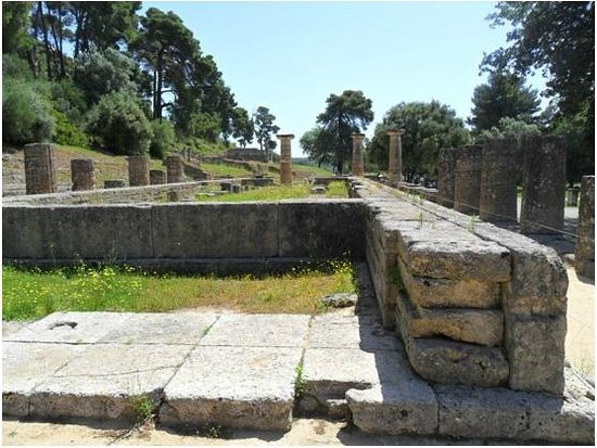 Harmony Hotel Apartments: Temple of Hera in Olympia - a short 2-hour drive from Longos