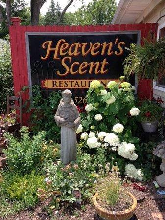 Heaven's Scent Restaurant & Catering : Restaurant entrance