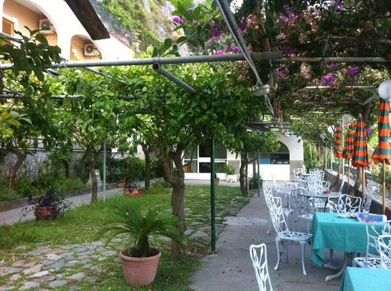 Hotel Pupetto: Al fresco dining