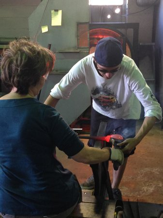 Tacoma Glassblowing Studio : Shaping the glass