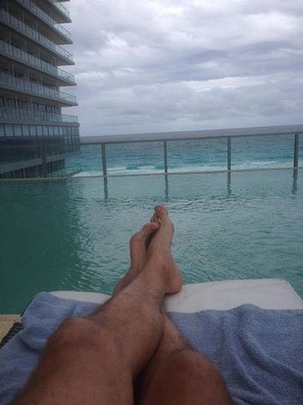 Secrets The Vine Cancun: 12th floor pool view of the ocean
