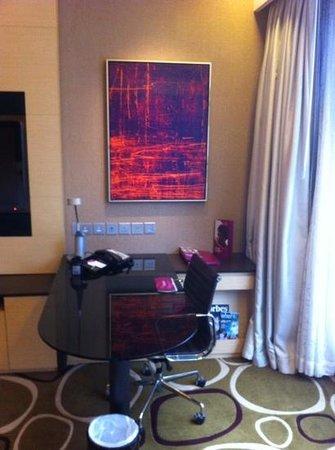 Crowne Plaza Hotel Hong Kong Causeway Bay : coin bureau dans la chambre