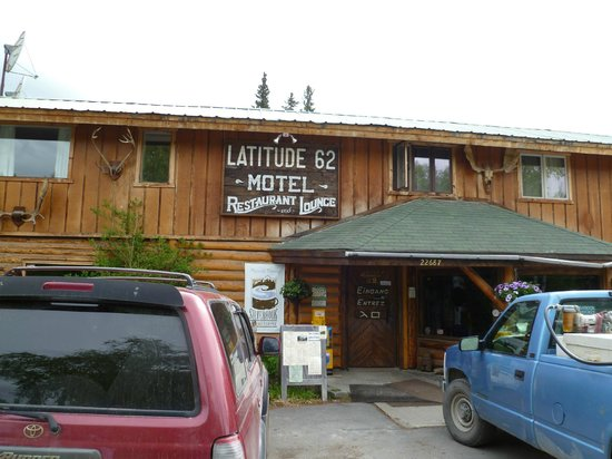 Latitude 62 Lodge & Cafe : Outside