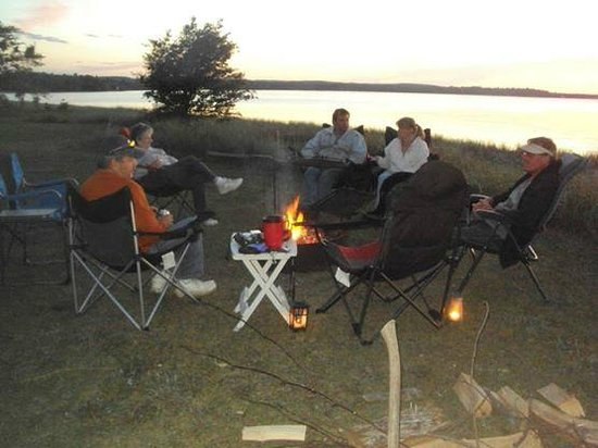 Munising Tourist Park Campground: Everyone is so friendly.. Great place to meet other campers..