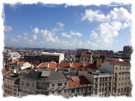Four Seasons Hotel Ritz Lisbon: View from the balcony