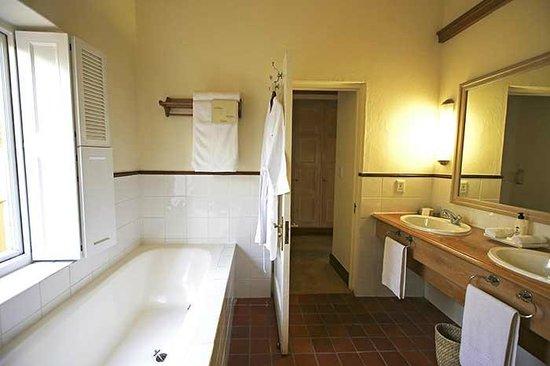 Spier Hotel: Bathroom