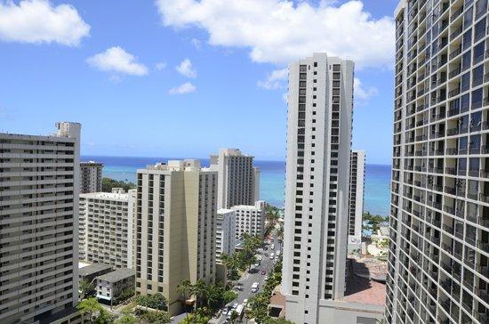 Waikiki Banyan : Looking out to Wikiki beach from room