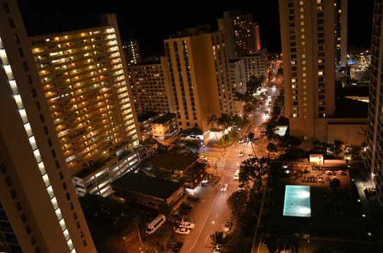 Waikiki Banyan: Night view from our balcony