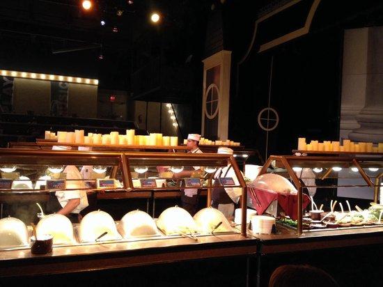 Beef & Boards Dinner Theatre : Buffet line